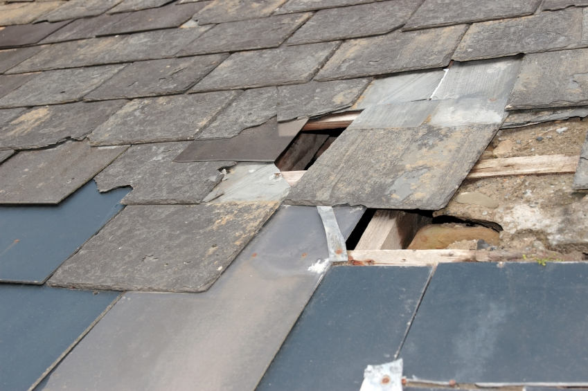 24 Jun What are the common causes of roof leaks? & What are the common causes of roof leaks? | Roundhay Roofing
